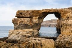 天蓝色的窗口在崩溃前的马耳他 免版税库存照片