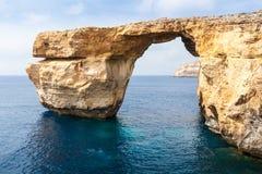 天蓝色的窗口在崩溃前的马耳他 库存图片