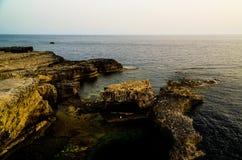 从天蓝色的窗口自然曲拱,现在消失,戈佐岛海岛,马耳他的海视图 免版税库存图片