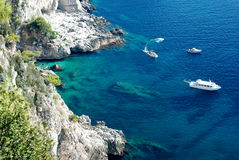 天蓝色的capri海岛海运 库存图片