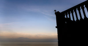 天鹅和一个湖加尔达湖的,意大利[艺术] 库存照片