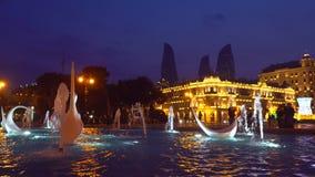 天鹅喷泉看法在全国海滨公园在晚上 股票视频
