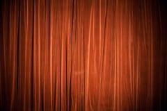 天鹅绒红褐色的窗帘背景纹理 免版税库存照片