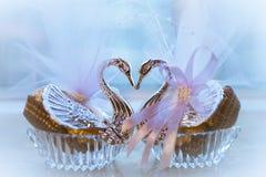 天鹅水晶糖果箱子 库存图片