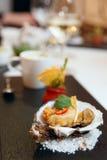 天麸罗在壳的油煎的牡蛎 库存照片
