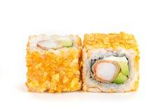 天麸罗寿司maki用在白色背景和鲕梨隔绝的虾 免版税库存照片
