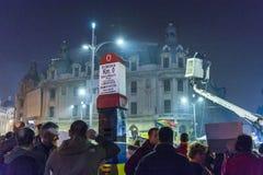 天3反政府抗议者在布加勒斯特 库存照片