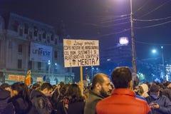 天3反政府抗议者在布加勒斯特 免版税库存图片