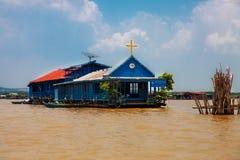 天主教在浮动村庄, caled Komprongpok,在t 免版税库存照片