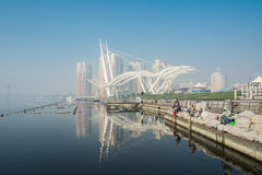 天津有反射的小圆面包公园和bluesky在有雾的天 免版税图库摄影