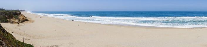 太平洋海岸和海滩在半月湾,加利福尼亚 库存图片