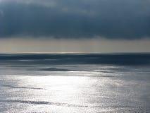 太平洋海和cloudscape与不祥的云彩 库存图片