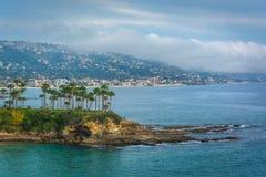 太平洋海岸的看法从新月形海湾点公园的,拉古纳海滩的 免版税库存图片