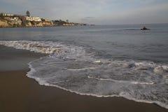 太平洋海滩沙子的平安的水平的风景和 免版税库存图片