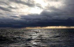 太平洋风暴风大浪急的海面 库存图片