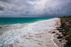 太平洋,古巴的海岸线 免版税库存照片