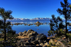 太浩湖在内华达山 免版税库存图片