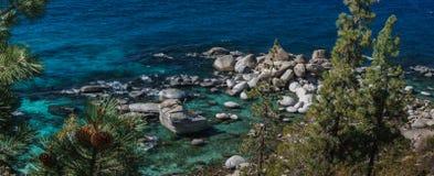 太浩湖在10月 库存照片
