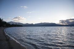 太浩湖海滩日落 库存照片