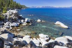 太浩湖美丽的海岸线  免版税库存照片