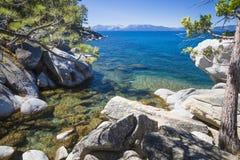 太浩湖美丽的海岸线  免版税库存图片