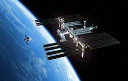 太空飞船准备靠码头与国际空间站 皇族释放例证