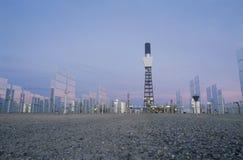 太阳一个在南加利福尼亚爱迪生厂在巴斯托,加州镶板 免版税库存照片