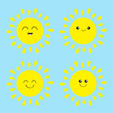 太阳光亮的象集合 Kawaii面对用不同的情感 逗人喜爱的动画片滑稽的微笑的字符 你好夏天 背景蓝天 免版税库存图片