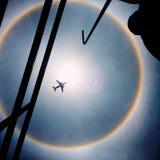 太阳光晕和从一个屋顶乘的飞机在墨西哥城 免版税库存照片