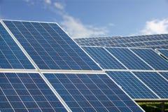 太阳农厂公园 盘区蓝天,能承受的可再造能源 库存图片