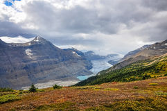 太阳出现在萨斯喀彻温省冰川 免版税库存图片
