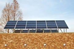 太阳列阵安装多个的面板 免版税图库摄影