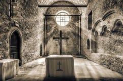 太阳发出光线进入圣皮特圣徒・彼得和圣保罗修道院在伊拉克利翁市 库存照片