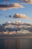 太阳和海岸 库存照片