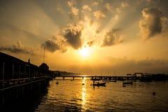 太阳和海运 免版税图库摄影