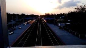 太阳和铁路线 免版税库存图片