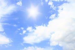 太阳和bluesky 库存照片