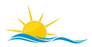 太阳商标和海 免版税库存图片