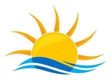 太阳商标和海 库存照片