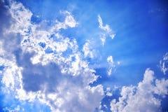 太阳在云彩膝上型计算机发光  库存图片