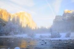 太阳在优胜美地谷设置了 免版税图库摄影