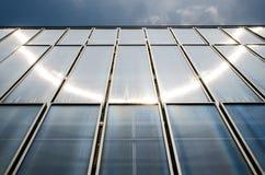 太阳在大厦的火光反映 免版税库存图片