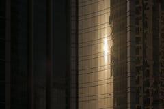 太阳在摩天大楼反射 库存照片