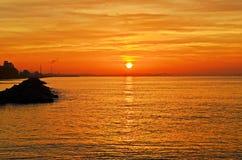太阳在海设置了 免版税库存照片