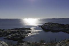 太阳在瑞典西部海岸去下来 库存图片