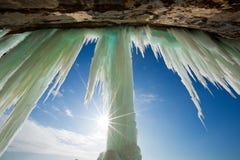 太阳在盛大海岛冰帷幕破裂了在Munising密执安附近 库存照片