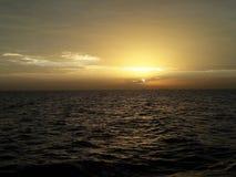 太阳在红海坐 库存照片