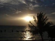 太阳在酸值陶的背景中在泰国 图库摄影
