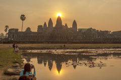 太阳在高塔顶部在吴哥窟,暹粒,柬埔寨 免版税库存照片