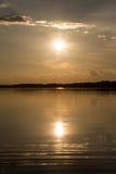 太阳在水中 免版税库存照片